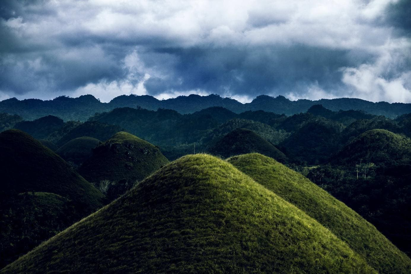 Chocolate-Hills-In-Bohol-Philippines